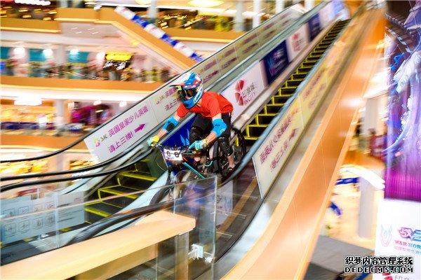 商场内的飞车大战!20烈焰最新sf18战马自行车速降巡回赛武汉开飚