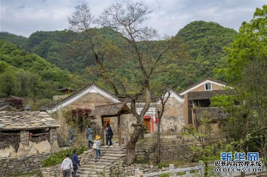 (社会)(1)湖北远安:贫困村变身休闲民宿旅游村