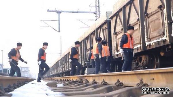 """列车检车员 """"千锤百炼"""" 的45000步丈量安全"""